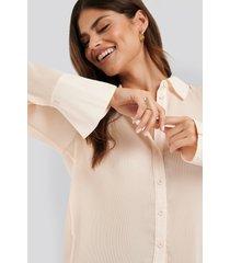 na-kd classic pleated sheer blouse - beige