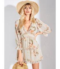 vestido con cuello en v profundo con volantes sin respaldo floral beige de yoins