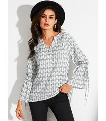 yoins blanco con cordones diseño blusa geométrica de manga larga con cuello en v