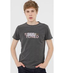 camiseta osklen rough stay tuned cinza
