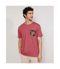 camiseta masculina manga curta gola careca com bolso estampado floral coral