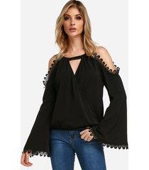 blusas de diseño cruzado con mangas acampanadas y cuello de gargantilla liso negro