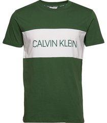 relaxed crew tee t-shirts short-sleeved grön calvin klein