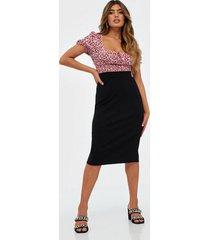 selected femme slfshelly mw pencil skirt noos midikjolar