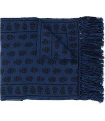 alexander mcqueen skull patterned frayed edge scarf - blue