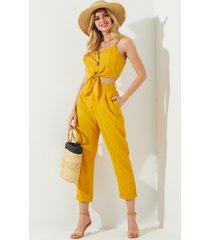 pantalones sin mangas amarillos con cuello en v y diseño de corbata en v con bolsillos laterales de cintura alta