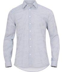 skjorta med tryckt mönster