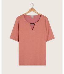 camiseta cuello redondo con abertura en frente