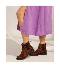 bota feminina chelsea de couro cano baixo estampada animal print de onça com elástico via mia marrom claro