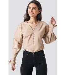 na-kd boho buttoned volume sleeve blouse - beige