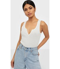 nly trend v cut top linnen
