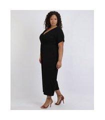 macacão feminino plus size pantacourt canelado com transpasse e bolsos manga curta preto