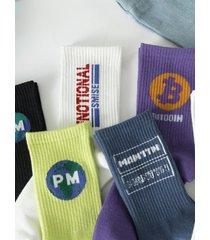 calcetines estampados con letras suaves estilo hip hop para hombres