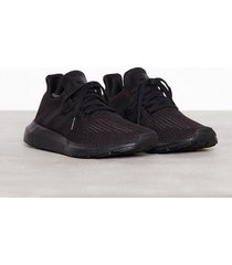 adidas originals swift run sneakers black