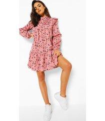 gesmokte jurk met hoge hals en vlekken, roze