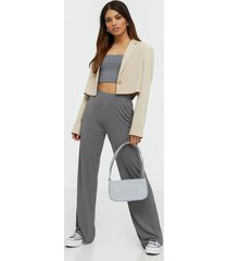 nly trend clean cut drapy pants byxor