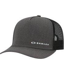 boné aba curva oakley chalten cap - snapback - trucker - adulto - cinza escuro/preto