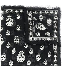 alexander mcqueen lenço com estampa de caveira - preto