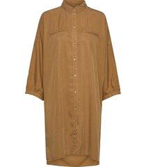 shirt knälång klänning brun sofie schnoor