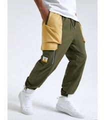 bolsillo con solapa de empalme de bloque de color de moda para hombre carga pantalones