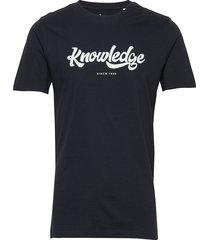 alder big knowledge tee - gots/vega t-shirts short-sleeved blå knowledge cotton apparel