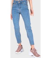 jeans io  azul - calce ajustado