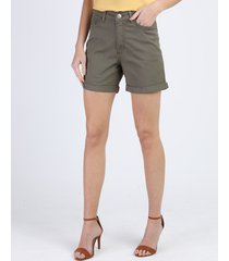 bermuda de sarja feminina boyfriend cintura média com bolsos verde militar