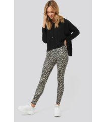 na-kd leopard print leggings - multicolor