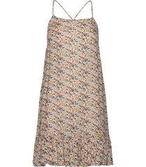stacy dress knälång klänning creme underprotection
