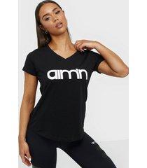 aim'n logo t-shirt toppar kortärmade