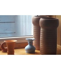 ceramiczny ceglasty wazon