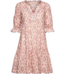 isabelle dress knälång klänning rosa odd molly