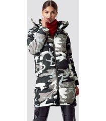 na-kd long camo padded jacket - multicolor