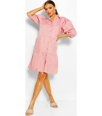 gelaagde gesmokte jurk met pofmouwtjes en knopen, roze