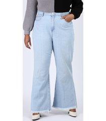 calça jeans feminina plus size pantalona cintura super alta com barra desfiada azul claro