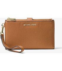 mk portafoglio per smartphone adele in pelle - ghianda - michael kors