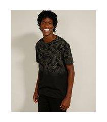camiseta de algodão com folhagem em degradê manga curta gola careca preta