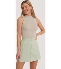 na-kd cargo mini skirt - green