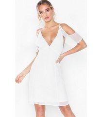 nly eve frill shoulder dress loose fit vit