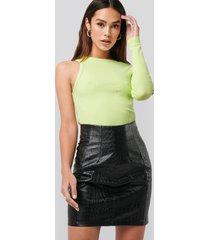 na-kd trend pu reptile mini skirt - black