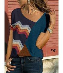 camiseta de manga corta con escote asimétrico y bloque de color