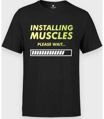 koszulka installing muscles