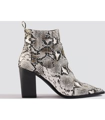 na-kd shoes snake pointy western boots - white