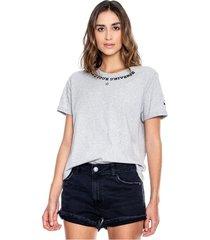 camiseta cuello redondo con algodón reciclado mangas dobladas y bordado en cuello y manga color blue