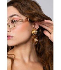 akira daisy dreams dangle earring