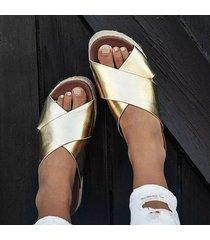 sandalias planas cómodas