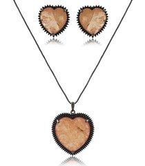 conjunto de coração com pedra de cristal fusion coral cravejado com micro zircônias negras com banho de ródio negro