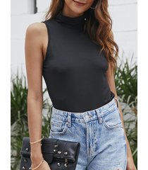 camiseta sin mangas negra de chifón alta cuello de yoins basics