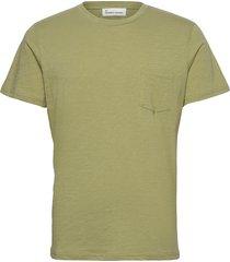the organic tee w. pocket t-shirts short-sleeved grön by garment makers