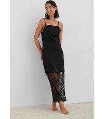 na-kd trend lace detail satin slip dress - black